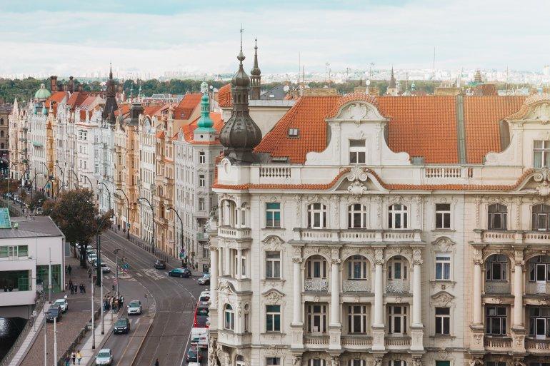 Historické domy s působivou zdobenou fasádou.