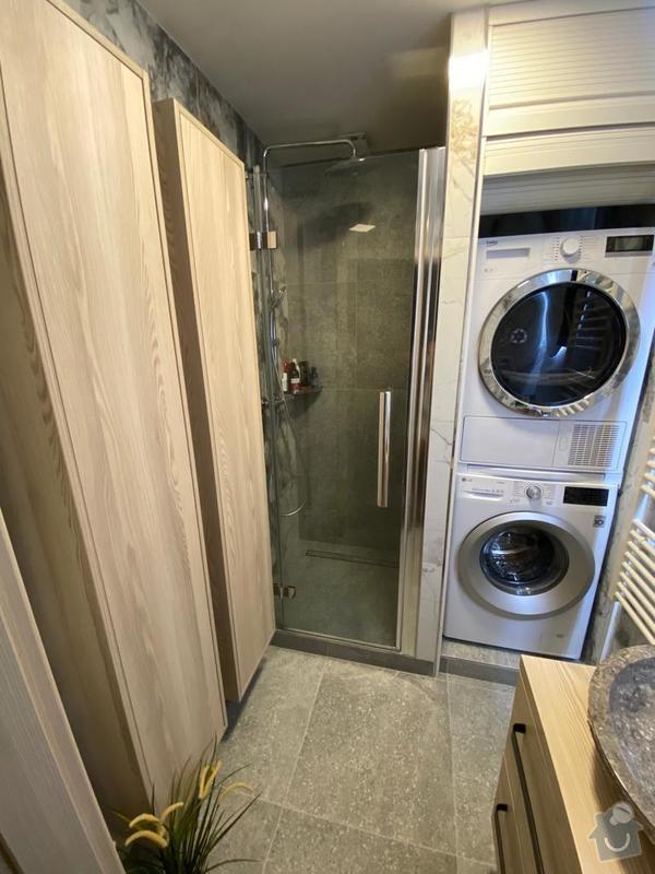 V nové koupelně teď převládá dřevo, vanu nahradil sprchový kout typu walk-in.