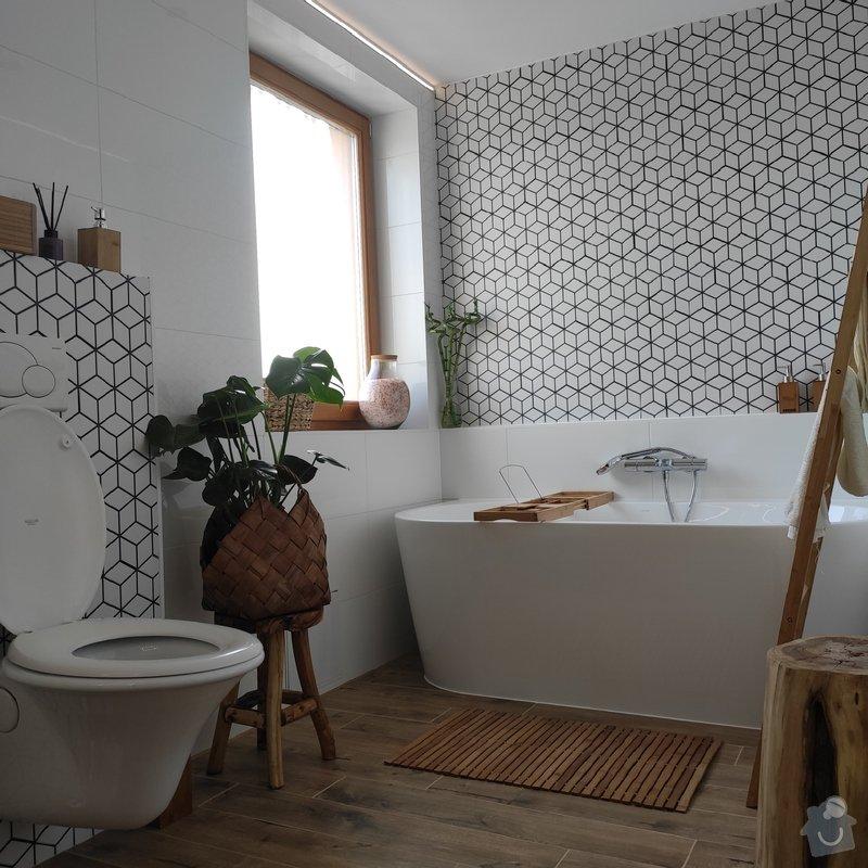 Při rekonstrukci koupelny byly použité světlé obklady, které prostor opticky zvětšují.