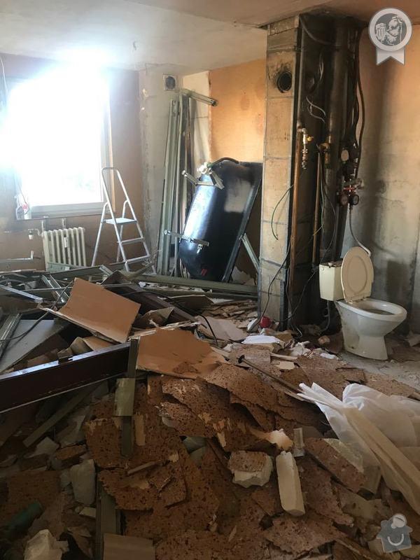Bourací práce při přestavbě koupelny.