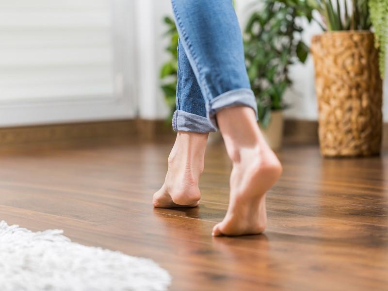Podlaha je důležitou součástí interiéru: dodává mu styl a ovliňuje, jak se budete v místnosti cítit.